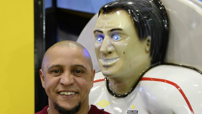 Coinslot - Football icon shoots and scores at world's leading gaming expo - Roberto Carlos
