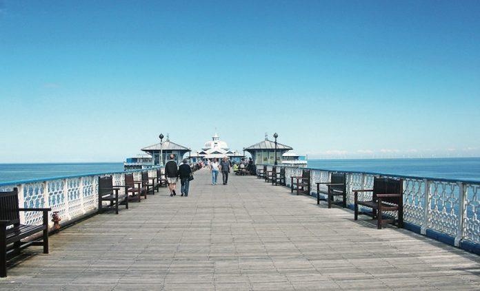 Coinslot - Pier bosses £1 coin