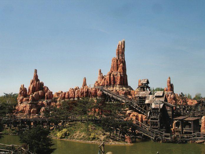 Coinslot - UK Disneyland Paramount