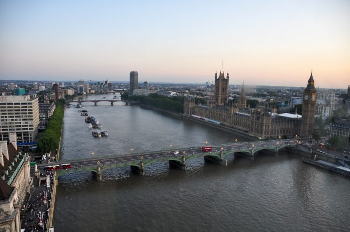 River_Thames_and_Westminster_Bridge,_London-17Aug2009