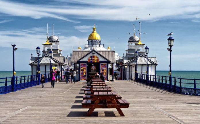 Coinslot-Eastbourne-pier-gold