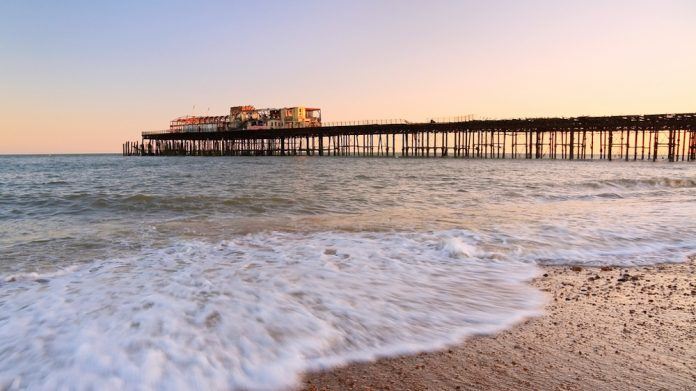Hastings Pier, Gulzar, politics, seaside