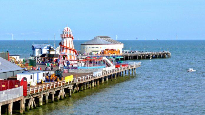 Clacton-Pier, half term